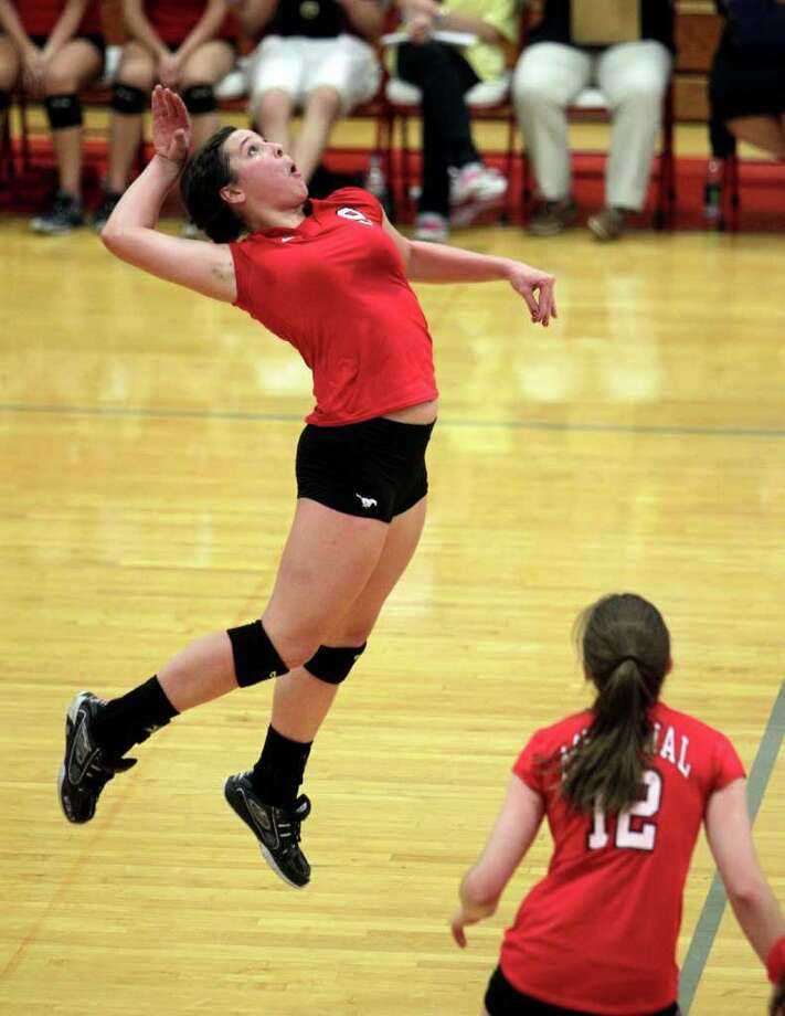 Memorial's Makenzie Borman prepares to spike the ball. Photo: Bob Levey, Houston Chronicle / ©2011 Bob Levey