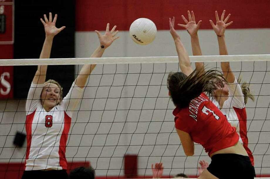 Memorial's Caroline Ciaccio (7) spikes the ball past Katy's Rachel Hollywood (8). Photo: Bob Levey, Houston Chronicle / ©2011 Bob Levey