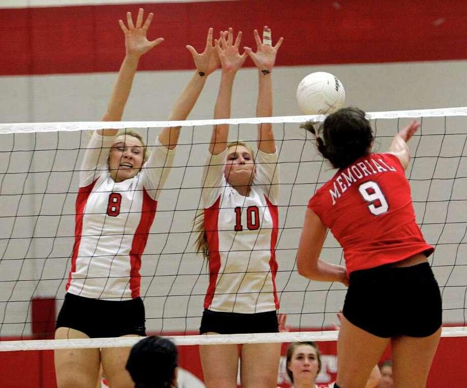 Memorial's Mackenzie Borman (9) hits past the Memorial defense. Photo: Bob Levey, Houston Chronicle / ©2011 Bob Levey