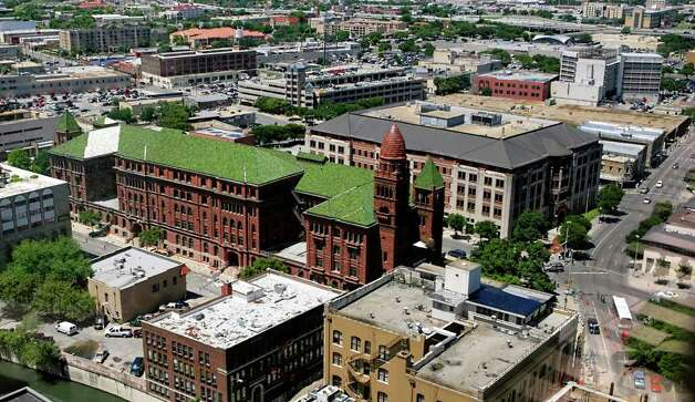 The Bexar County Courthouse (red building with green roof). Photo: WILLIAM LUTHER, SAN ANTONIO EXPRESS-NEWS / SAN ANTONIO EXPRESS-NEWS