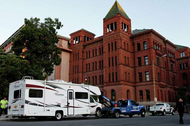 An RV used by the suspects in the alleged break-in at the Bexar County Courthouse remains parked outside the courthouse moments before it was towed away by authorities in San Antonio on Wednesday, Oct. 19, 2011. LISA KRANTZ/lkrantz@express-news.net Photo: LISA KRANTZ, SAN ANTONIO EXPRESS-NEWS / lkrantz@express-news