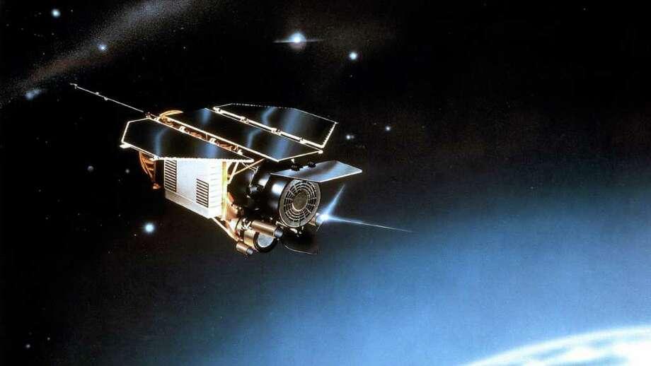 ASSOCIATED PRESS SIZE OF MINIVAN: The Rosat satellite is doomed. Photo: EADS Astrium / EADS Astrium