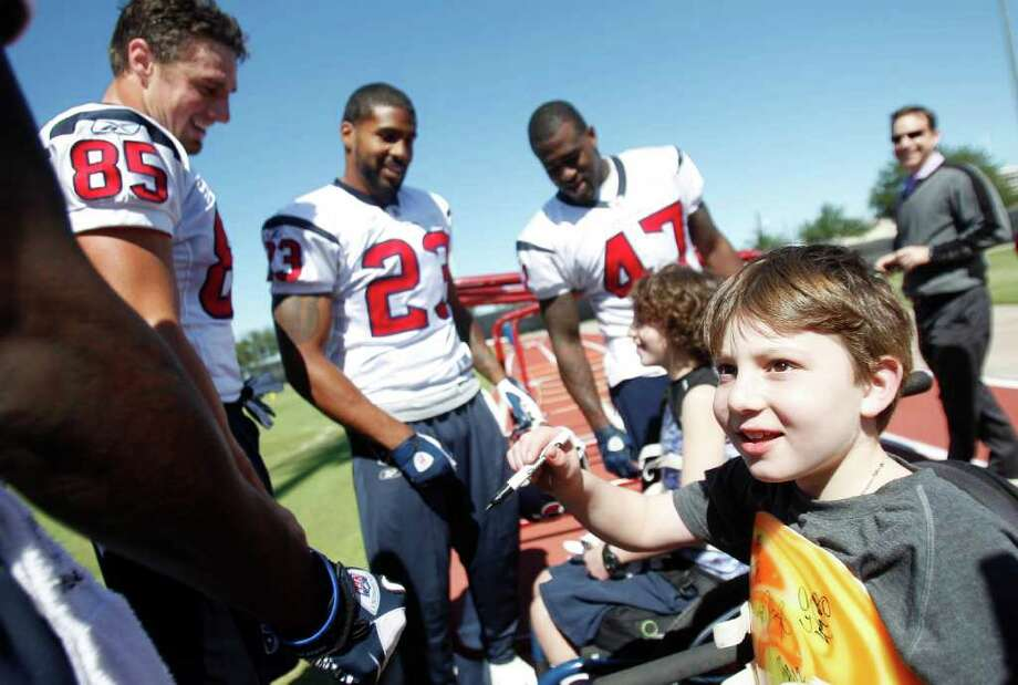 Aaron Berry, 8, is ready with a pen for autographs from Houston Texans players at the Houston Texans Practice Facility, Wednesday, Oct. 19, 2011, in Houston.  Aaron Berry, 8, his brother, Peter Berry, 9,   and their sister, Willa Berry, 6, were in a tragic car accident on July 2, 2011 that killed their parents Joshua Berry, 41, and Robin Perlo Berry, 40. The children all survived, however the Berry brothers are both paralyzed.  Photo: Mayra Beltran, Houston Chronicle / © 2011 Houston Chronicle