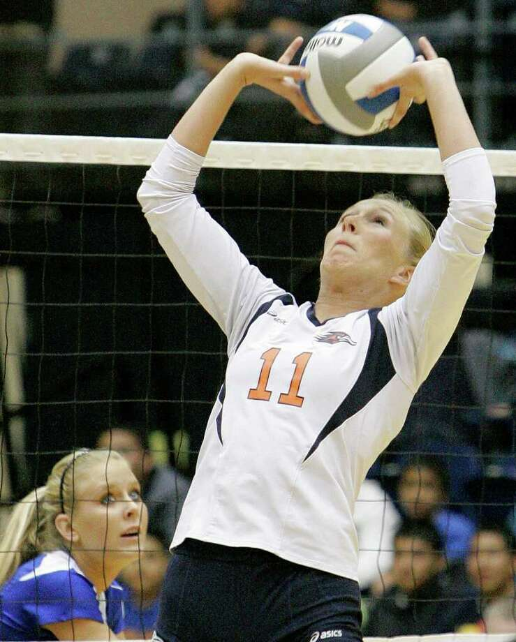 UTSA's Kelsey Schwirtlich, right, sets the ball during a Southland Conference college volleyball game against Texas A&M-Corpus Christi, Wednesday, Oct. 19, 2011, at UTSA. Photo: Darren Abate, Darren Abate/Special To The Express-News