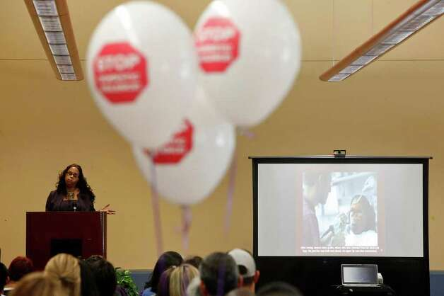 STOP Violence Against Women program: Up to $543,000 for services to victims of domestic violence. Photo: Lisa Krantz/lkrantz@express-news.net / SAN ANTONIO EXPRESS-NEWS