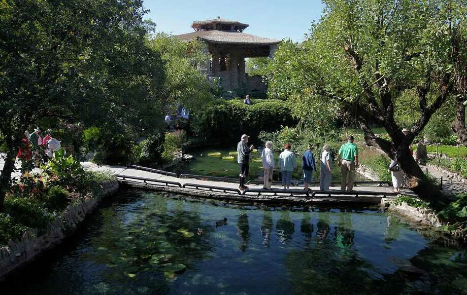 Japanese Tea Garden,constructed in 1917 by city prison labor in an old rock quarry. Also: Jacala Mexican Restaurant and Joske's. Photo: Kin Man Hui/kmhui@express-news.net / San Antonio Express-News