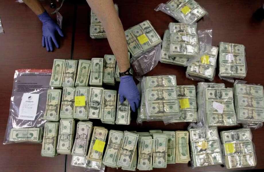 Las ganancias de las drogas fluyen por la zona fronteriza del sur de Texas, lo que estaría beneficiando a empresas de bienes raíces y tiendas minoristas. Photo: Cody Duty / Houston Chronicle