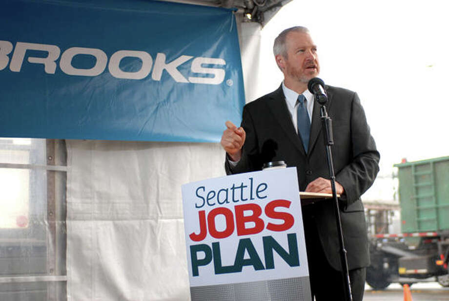 Mayor Mike McGinn announces Oct. 20 Brooks Sports' move to Stone Way. Photo: Mayor's Office, Courtesy Photo / Mayor's Office