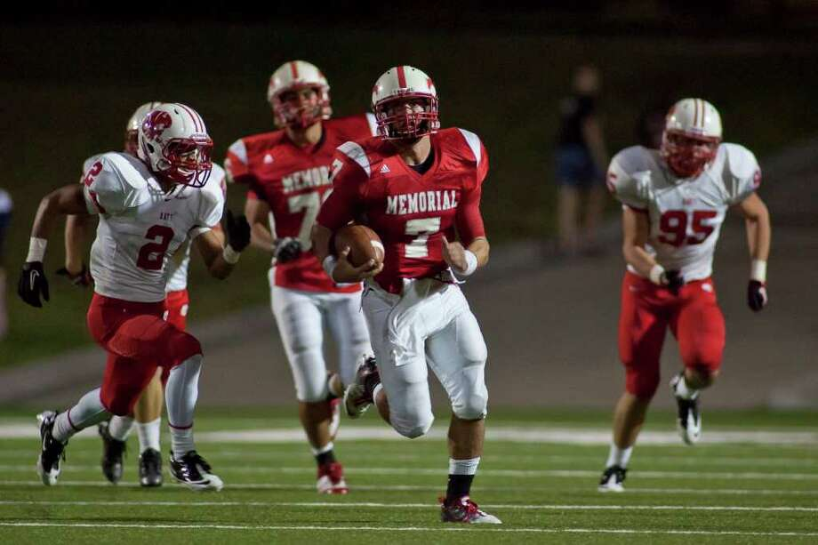 Katy 45, Memorial 0. Mustang quarterback Tyler McCloskey (7) makes a first half run for Memorial against Katy Friday evening October 21, 2011 at Darrell Tully Stadium.  Photo: Nathan Lindstrom, Freelance / ©2011 Nathan Lindstrom