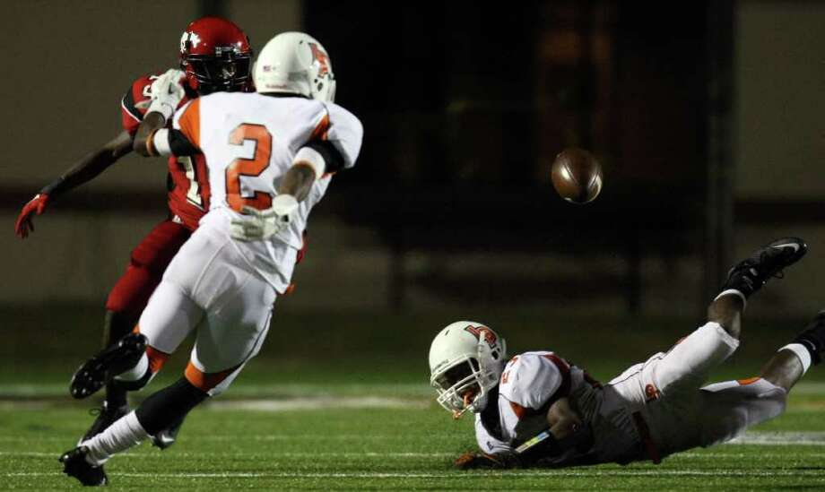La Porte's Johnathan Lewis (23) tries to grab a loose ball after a kickoff hit a North Shore defender as teammate Ellis Hutchinson looks on during the first half of a high school football game, Friday, October 21, 2011 at Galena Park Stadium in Houston. La Porte recovered the loose ball, and scored a touchdown on the ensuing drive. Photo: Eric Christian Smith, For The Chronicle