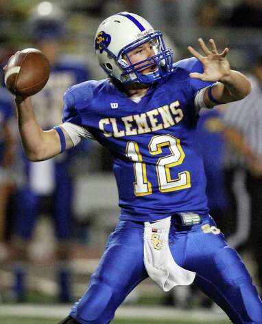 Clemens' J.J. Elkins passes against Smithson Valley during first half action Friday Oct. 21, 2011 at Lehnhoff Stadium in Schertz, Tx. Photo: EDWARD A. ORNELAS, Express-News / © SAN ANTONIO EXPRESS-NEWS (NFS)