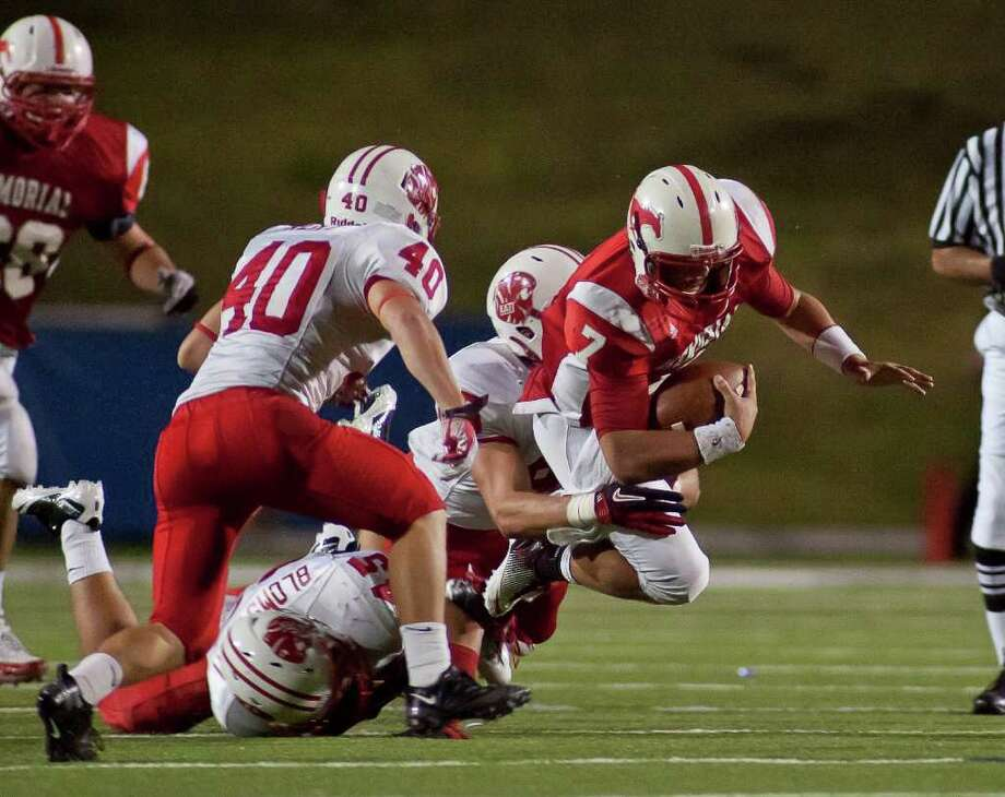 Mustang quarterback Tyler McCloskey (7) carries the ball for Memorial against Katy in the second half Friday evening October 21, 2011 at Derrell Tully Stadium. As two of the area's top 10 teams (Katy is No. 1) met in the biggest 19-5A game of the year so far at Memorial's home-coming game. Final score 45-0 Katy.   Nathan Lindstrom/Special to the Chronicle  ©2011 Nathan Lindstrom Photo: Nathan Lindstrom, Freelance / ©2011 Nathan Lindstrom