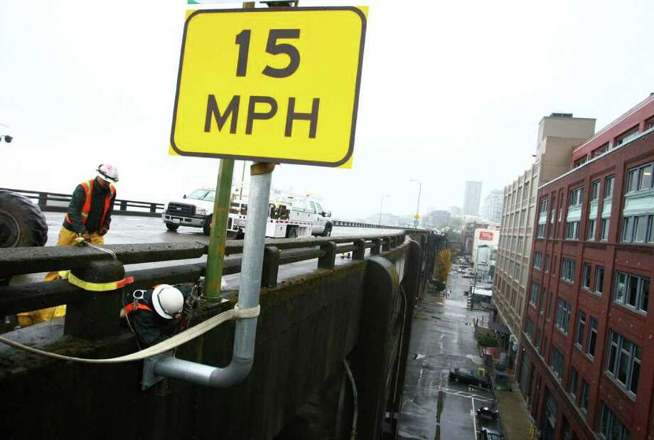 Crews work on the upper deck of the closed Alaskan Way Viaduct on Saturday. Photo: JOSHUA TRUJILLO / SEATTLEPI.COM