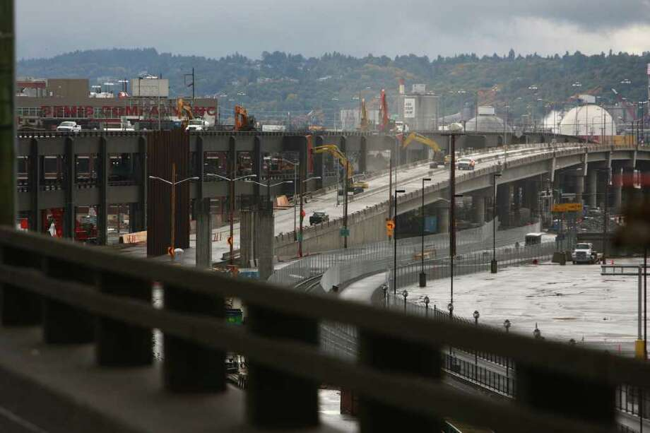 The Alaskan Way Viaduct demolition operation is shown on Saturday. Photo: JOSHUA TRUJILLO / SEATTLEPI.COM