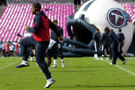 Houston Texans running back Arian Foster warms up before an NFL football game against the Tennessee Titans at LP Field Sunday, Oct. 23, 2011, in Nashville. Photo: Brett Coomer, Houston Chronicle / © 2011  Houston Chronicle