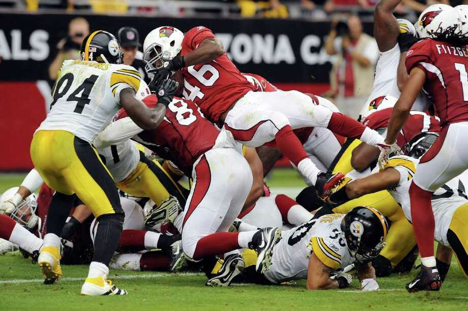 Steelers 32, Cardinals 20.  Alfonzo Smith #46 of the Arizona Cardinals dives into the end zone for a late first half touchdown against the Pittsburgh Steelers at University of Phoenix Stadium on October 23, 2011 in Glendale, Arizona. Photo: Norm Hall, Getty / 2011 Getty Images
