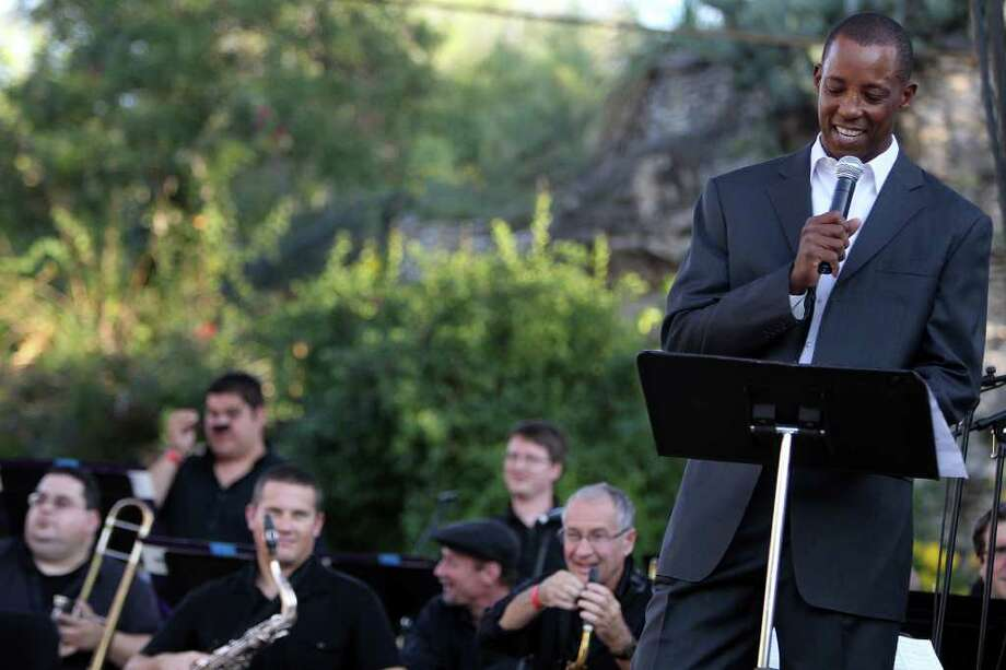 """Former Spur Sean Elliott introduces the King William Jazz Collective big band before it premieres """"San Antonio Jazz Suite,"""" written by KRTU disc jockey/pianist Aaron Prado, at """"Sunday in Brackenridge Park: Jazz Family Showcase."""" Photo: Jennifer Whitney/Special To The Express-News / special to the Express-News"""