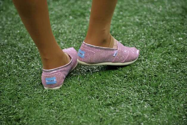 A Saintsation cheerleader wears pink shoes in honor of breast cancer awareness month during an NFL football game between the New Orleans Saints and the Indianapolis Colts at the Superdome in New Orleans, Sunday, Oct. 23, 2011. Photo: AP