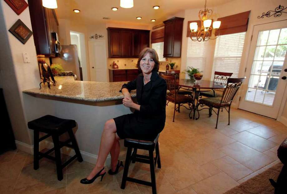 Karen Bieggers aimed for a welcoming space for family and friends with her kitchen renovation. Photo: Kin Man Hui, SAN ANTONIO EXPRESS-NEWS / San Antonio Express-News