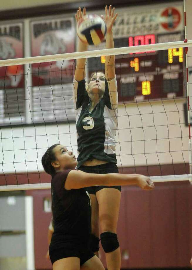 Brenham's Kelsey Weynand (3) defends at the net. Photo: Jerry Baker, For The Chronicle