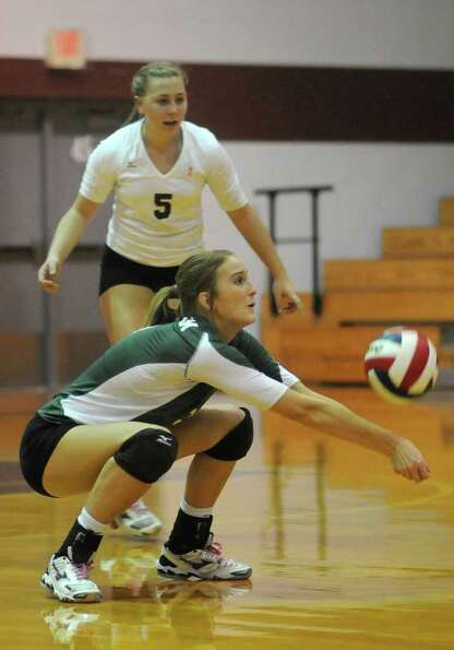 Brenham's Kelsey Weynand (3) makes a pass in front of teammate Jill Sikes (5).