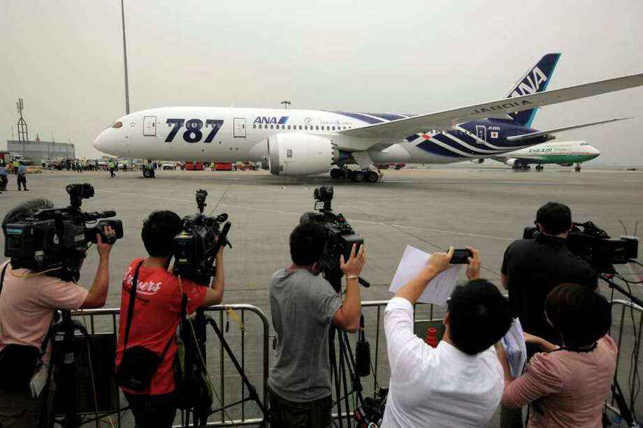 An All Nippon Airways Boeing 787 lands after its inaugural commercial flight from Japan, at Hong Kong International Airport on Wednesday. The jet, nicknamed The Dreamliner by Boeing, was flown by Japan's All Nippon Airways and was packed with aviation reporters and enthusiasts — some of whom paid thousands of dollars for the privilege. Photo: AP