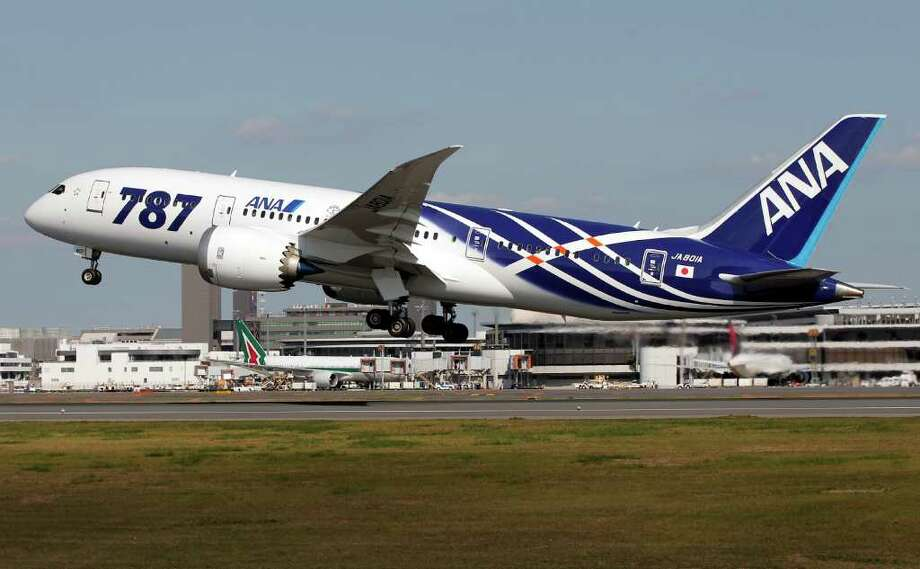 All Nippon Airways' first Boeing 787 takes off for the airplane's inaugural commercial flight to Hong Kong at Narita International Airport in Narita, east of Tokyo, Wednesday, Oct. 26, 2011. Photo: AP