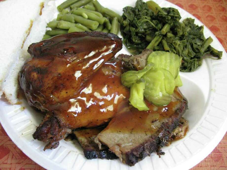 For SA Liife Just a Taste: A two-meat combo at Chit Chats Barbecue with chicken and lean brisket, greens and green beans. JENNIFER McINNIS/jmcinnis@express-news.net Photo: JENNIFER McINNIS, JMCINNIS@EXPRESS-NEWS.NET