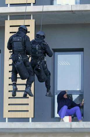 Policemen of GIPN (French National Police Intervention Groups) train in Nice, southern France,Wednesday, Oct. 26, 2011, ahead of the G20 leaders summit on November 3-4 in Cannes, near Nice . Photo: Lionel Cironneau, AP / AP