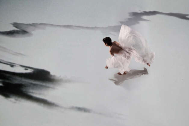 Cloud Gate Dance Theatre will perform 'Water Stains on the Wall.' Courtsy of Cloud Gate Dance Theatre
