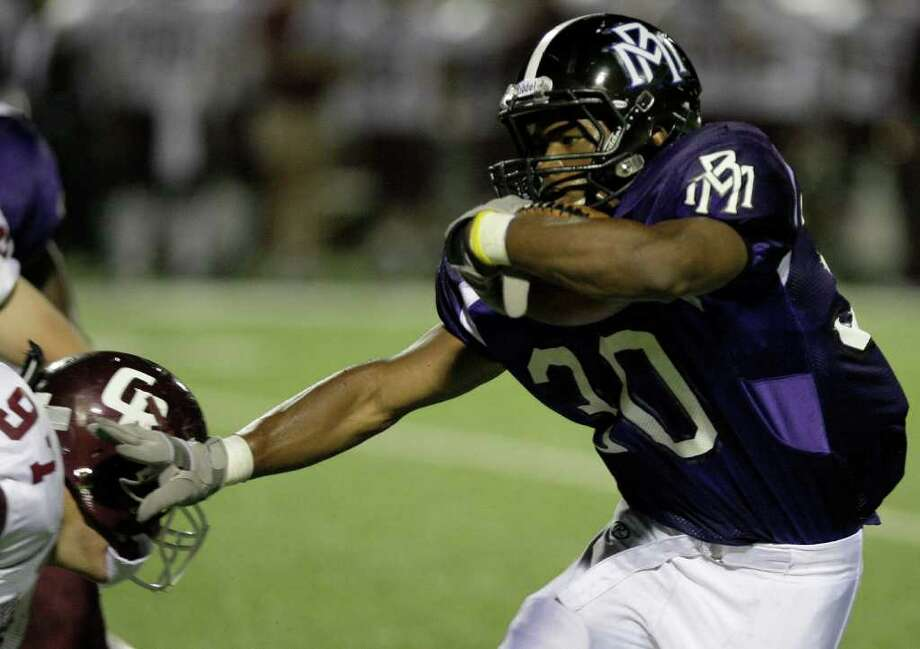 Morton Ranch running back Deion Williams stiff-arms Cinco Ranch lineman Devin Espinosa. Photo: For The Chronicle: Thomas B. She