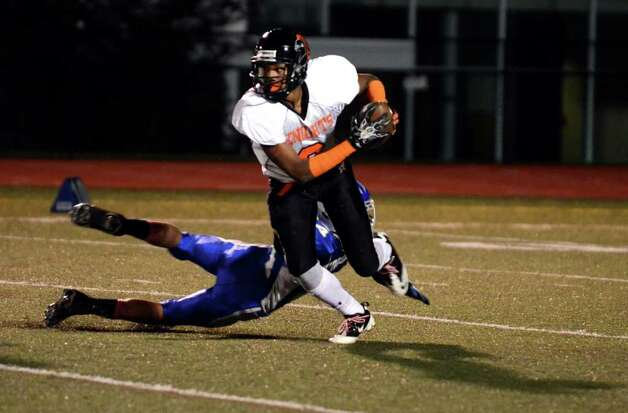 Stamford's Matt Corcoran (9) returns the ball for a touchdown during the football game against Fairfield Ludlowe at Taft Field at Ludlowe High School on Friday, Oct. 28, 2011. Photo: Amy Mortensen / Connecticut Post Freelance