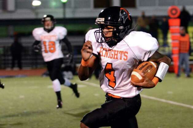 Stamford's Bryan Boderick (4) carries the ball during the football game against Fairfield Ludlowe at Taft Field at Ludlowe High School on Friday, Oct. 28, 2011. Photo: Amy Mortensen / Connecticut Post Freelance