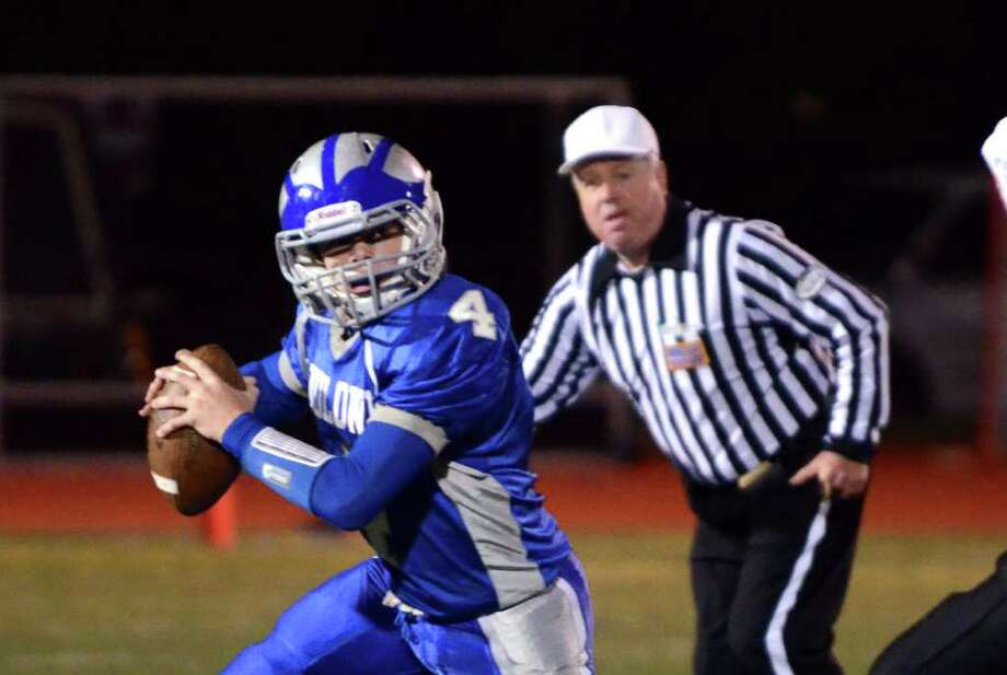 Fairfield Ludlowe's Matthew White (4) makes a pass during the football game against Stamford at Taft Field at Ludlowe High School on Friday, Oct. 28, 2011. Photo: Amy Mortensen / Connecticut Post Freelance