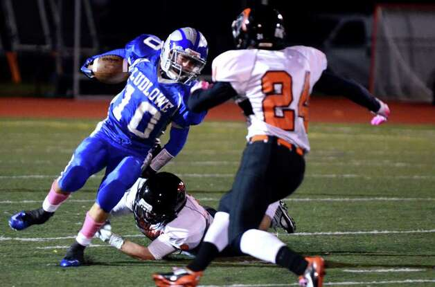 Fairfield Ludlowe's Thomas Howell (10) carries the ball during the football game against Stamford at Taft Field at Ludlowe High School on Friday, Oct. 28, 2011. Photo: Amy Mortensen / Connecticut Post Freelance