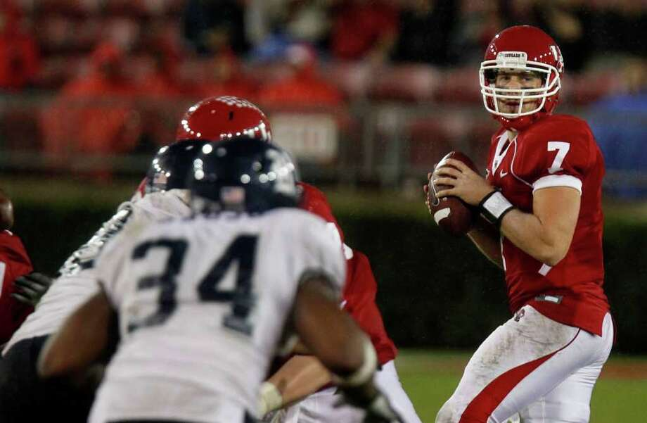 LETHAL LOOK: UH quarterback Case Keenum was dead-on Thursday night against Rice. Photo: James Nielsen / © 2011 Houston Chronicle