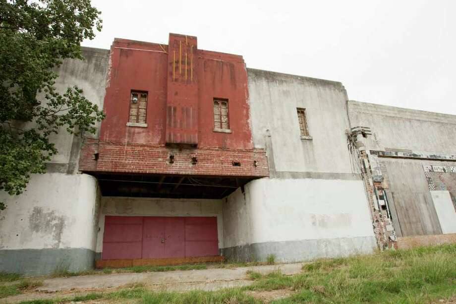 The old Deluxe Theater in Fifth Ward sits abandoned and boarded up. Photo: Andrew Richardson, Houston Chronicle / © 2011 Houston Chronicle