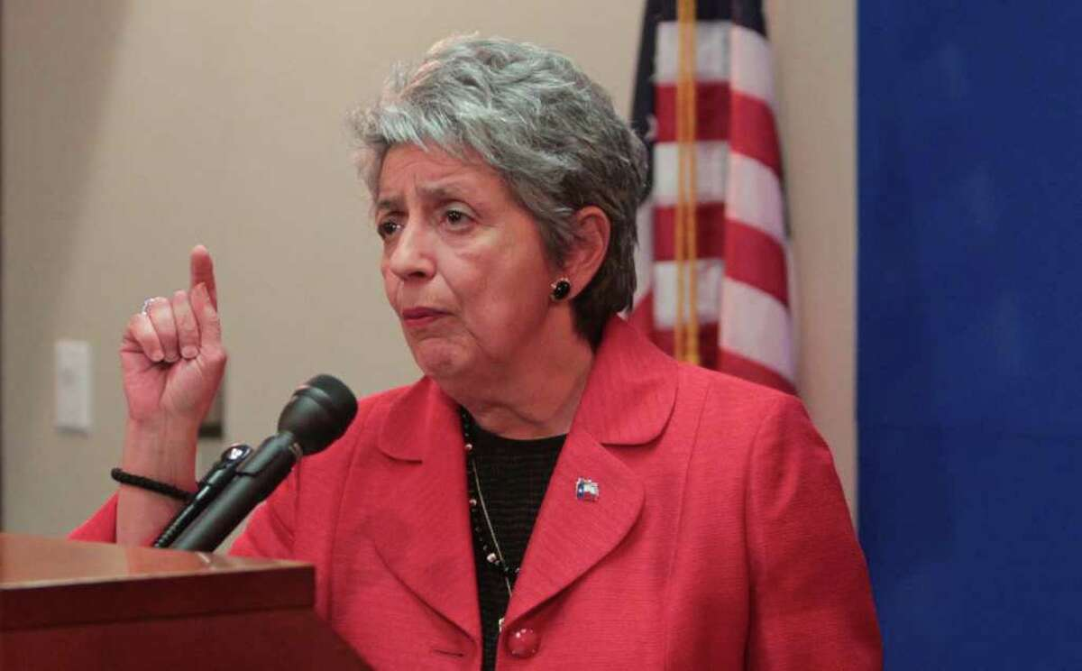Harris County DA Pat Lykos scoffs at critics who believe only an experienced prosecutor can run the district attorney's office.