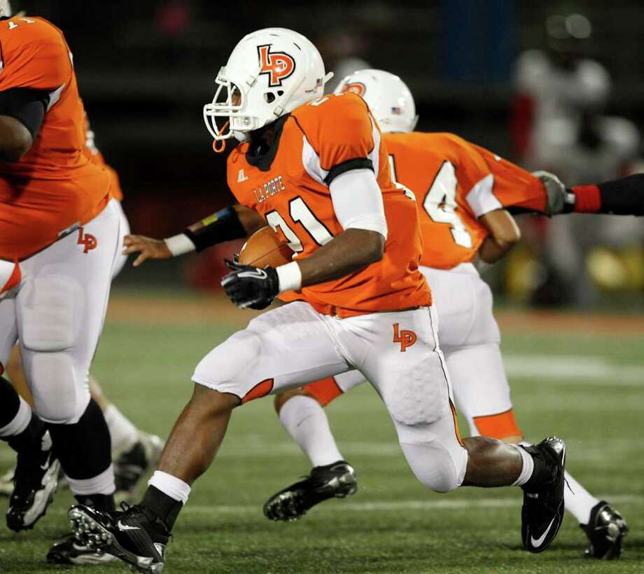 La Porte running Keith Whitely #21 looks for room to run against Port Arthur Memorial during a high school football game between Port Arthur Memorial and La Porte Friday, October 28 in Laporte, Texas. Photo: Bob Levey, Houston Chronicle / ©2011 Bob Levey