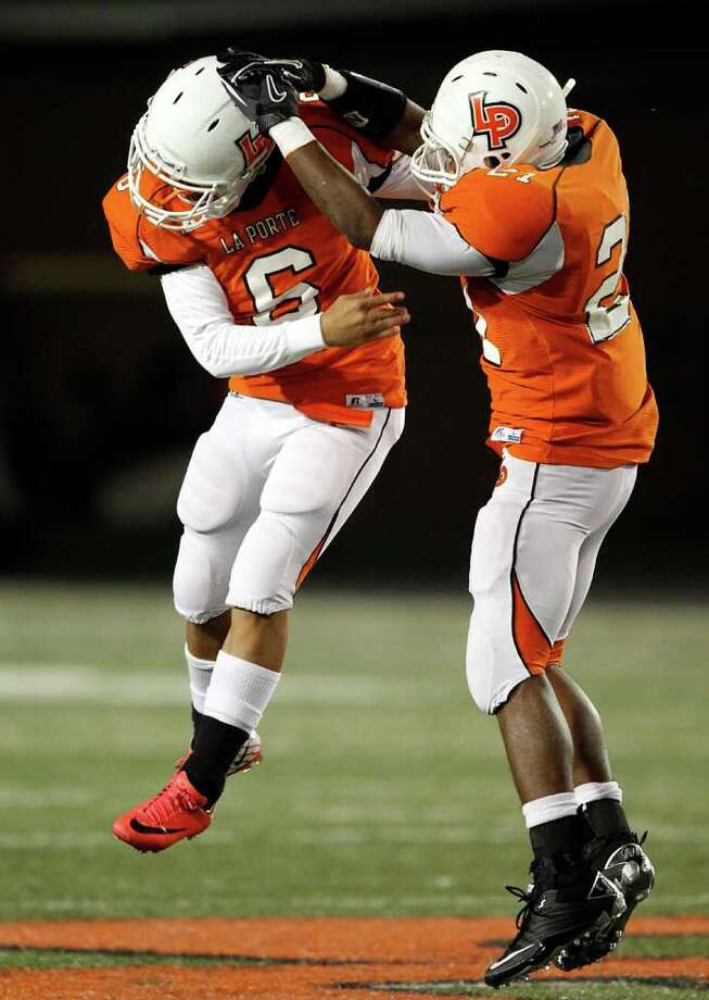 La Porte kicker Eric Medina #6 is congratulated by Keith Whitely #21 after making a 55 yard field goal to tie a school record during a high school football game between Port Arthur Memorial and La Porte Friday, October 28 in Laporte, Texas. Photo: Bob Levey, Houston Chronicle / ©2011 Bob Levey