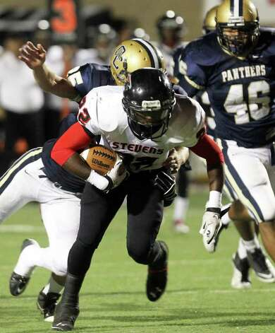 Stevens' Marquie Hinton runs the ball on a touchdown drive in the first half of Stevens vs O'Connor at Farris Stadium, Friday, October 28, 2011. Photo: Jennifer Whitney, Express-News / special to the Express-News