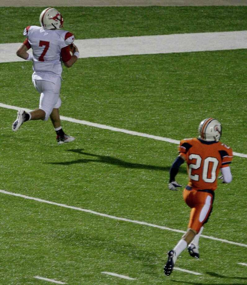 Quarterback Tyler McCloskey #7 of Memorial Mustangs rushes for 48 yard touchdown in the fourth quarter with 3:41 left on the clock, to give Memorial their first lead (26 to 22) against Seven Lakes Spartans in a in district 19-5A high school football game at Rhodes Stadium in Katy, Texas. Thomas B. Shea Photo: For The Chronicle: Thomas B. She