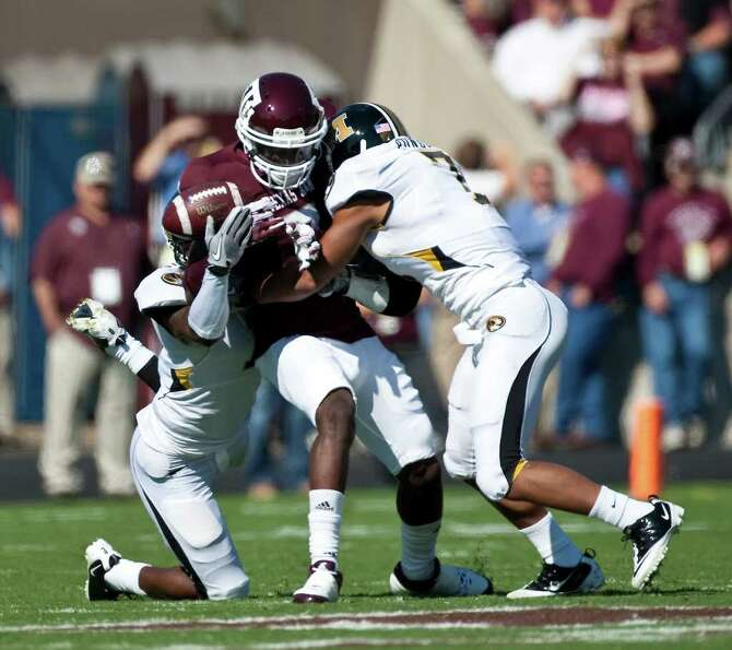 Texas A&M wide receiver Uzoma Nwachukwu (7) gets the ball knocked out his hands by Missouri defen