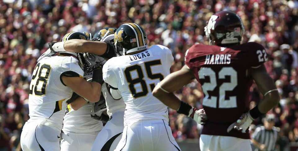 Texas A&M defensive back Dustin Harris (22) watches Missouri tight end Eric Waters (81) and his t