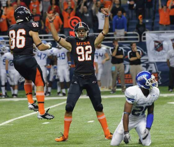 UTSA kicker Sean Ianno (92) celebrates with holder Seth Grubb (86) after kicking an overtime field goal to defeat Georgia State on Oct. 29. Photo: BILLY CALZADA, Express-News / gcalzada@express-news.net