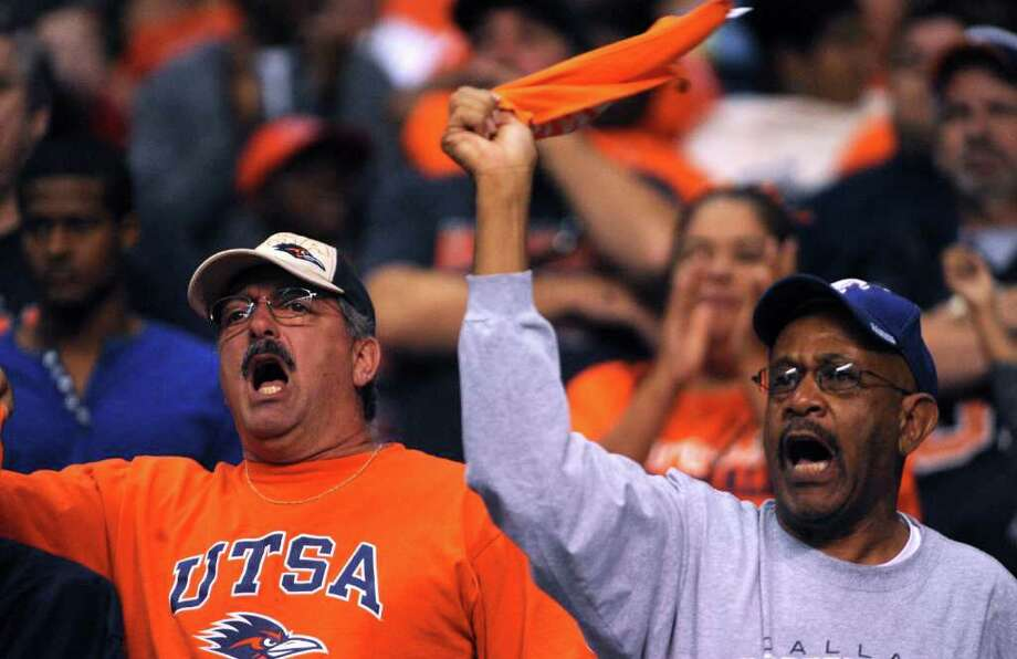 UTSA fans cheer their team on against Georgia State in college football action at the Alamodome on Saturday, Oct. 29, 2011. BILLY CALZADA / gcalzada@express-news.net