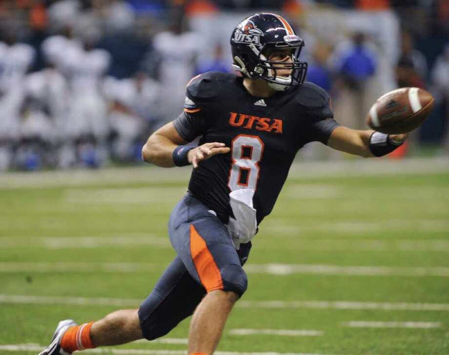 UTSA quarterback Eric Soza, who is completing 57 percent of his passes this season, and the Roadrunners had trouble at times offensively last week. BILLY CALZADA/Express-News Photo: BILLY CALZADA, Express-News / gcalzada@express-news.net