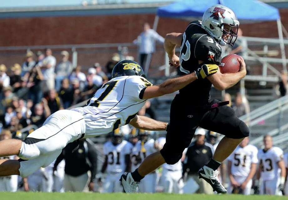Trinity running back Patrick Granchelli (32) runs for a touchdown during a NCAA Division III football game between Birmingham Southern and Trinity University In San Antonio, Texas on October 28, 2011. John Albright / Special to the Express-News. Photo: Express-News