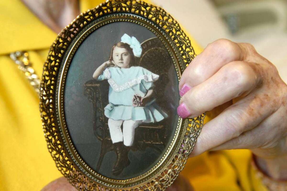 """Carol Kaliff/staff photographer. Gertrude """"Billye"""" Bass, who is 102 years old, holds a photograph of herself as a child. Photo taken August 3, 2009"""