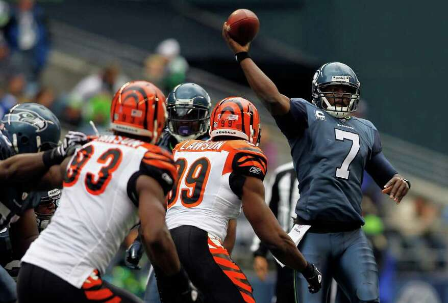 SEATTLE - OCTOBER 30:  Quarterback Tavaris Jackson #7 of the Seattle Seahawks throws a pass against